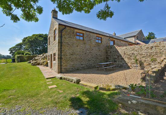 Curlew Cottage self catering accommodation, holiday cottage near Hexham and Hadrians Wall - garden with picnic table and wonderful views over the Hexhamshire